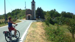 E-bike fietsreis piemonte langs de weg
